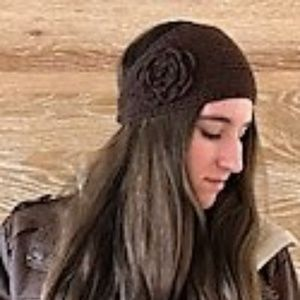 BROWN CROQUETTE HEAD BAND W FLOWER ON SIDE